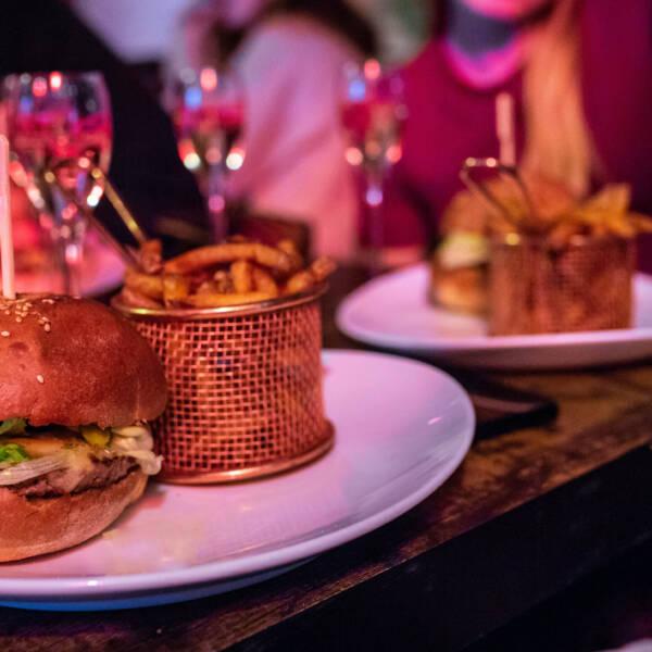 Burger classique de l'Echoppe - Commandez-le dès maintenant sur notre site, en livraison sur l'Ile d'Oléron ou à emporter !